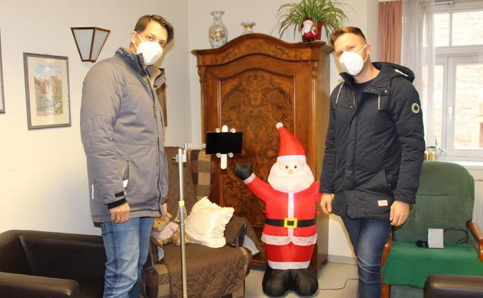 LZR spendet zu Weihnachten Tablets an alle Altenheime im Landkreis